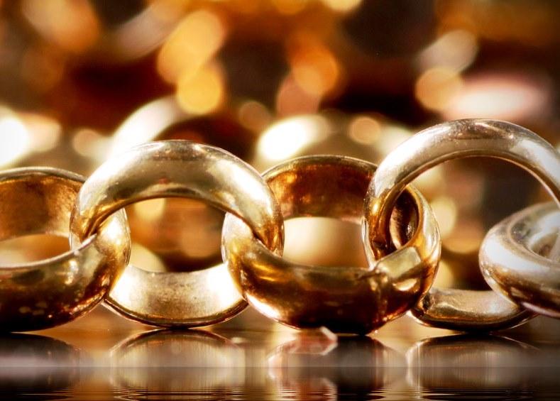золотая цепочка с круглыми звеньями
